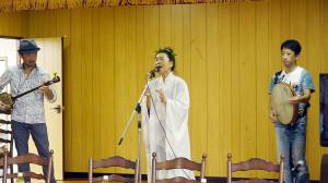 サポートは タナカアツシ(三味線とお囃子)/ 土居秀行(パーカッション)